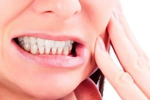 Efectos secundarios del blanqueamiento dental casero