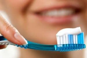 Pasta de dientes para cepillado diario