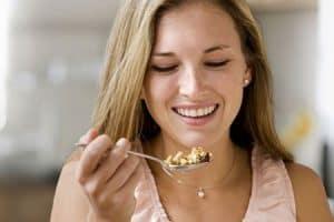 Saliva para masticar y tragar alimentos