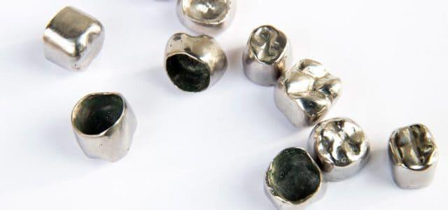 Coronas dentales metálicas