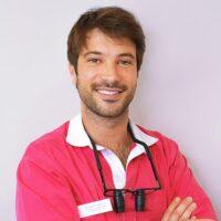 Periodoncista y experto en Implantología e Implantoprótesis