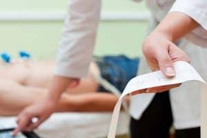 Prueba de electrocardiograma antes de sedación