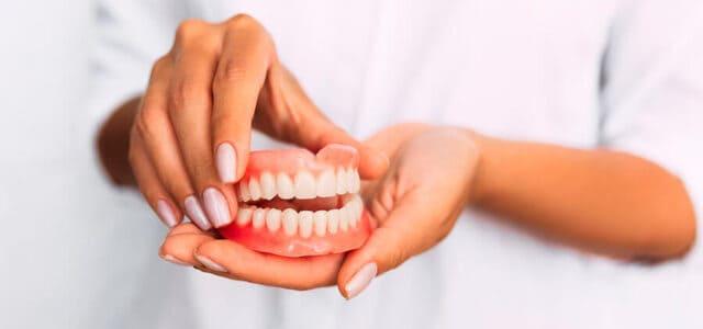 Dentadura postiza de quita y pon