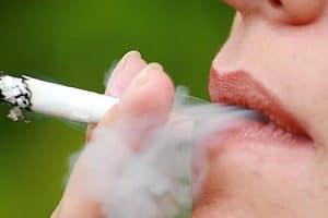 Humo de cigarro tiene componentes cancerígenos