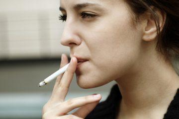 Efectos de fumar en dientes y encías