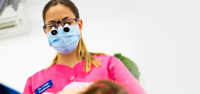 Dentista especialista en las encías