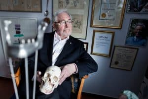 Inventor de la implantología