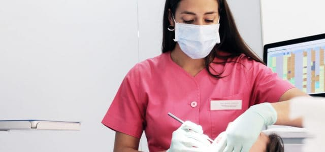 Colocación de una corona dental