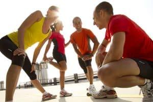 Practicar deporte y seguir hábitos saludables